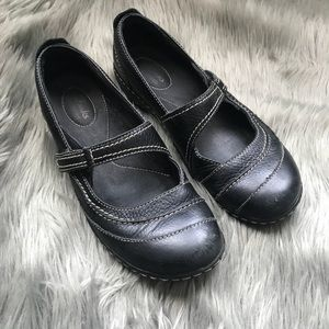 Black Clarks Mary Janes Velcro loafers ✨
